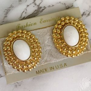🎉5/20 SALE🎉vintage white & gold clip on earrings
